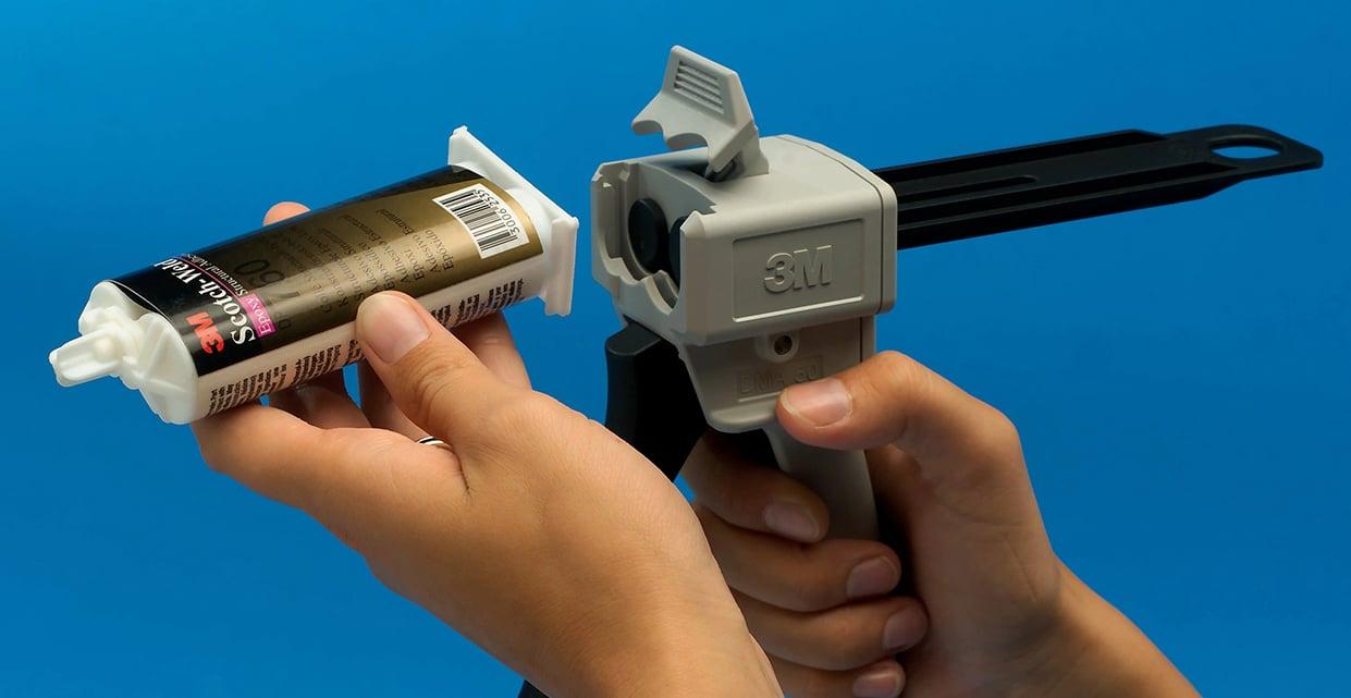 Utilisation du pistolet applicateur EPX pour un mélange optimal des colles bi-composants !